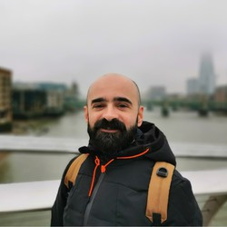 Yiannis Mylonas - inglés a griego translator