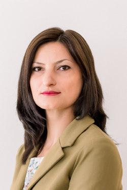 Oana Popovici - English a Romanian translator