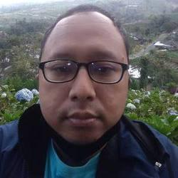 Yopi Paksi - angielski > indonezyjski translator