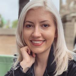 Larisa Bucur - rumano a inglés translator