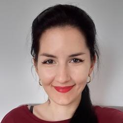 Reka Adamek - English a Hungarian translator