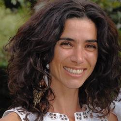 Iyara Santos - angielski translator