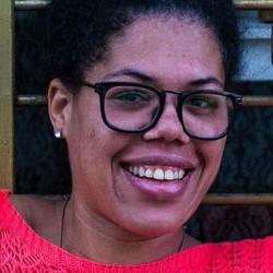Ananda Savitri - English to Portuguese translator
