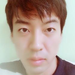 Bruce Moon - angielski > koreański translator