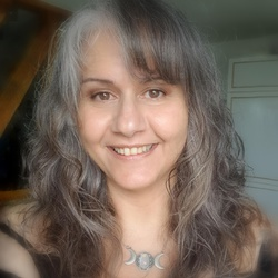 Neila Carneiro-Winrow - English to Portuguese translator