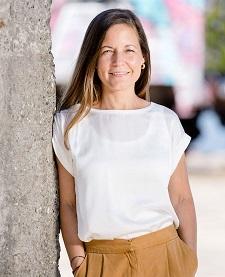 Lis Correa Rasmussen - English a Danish translator