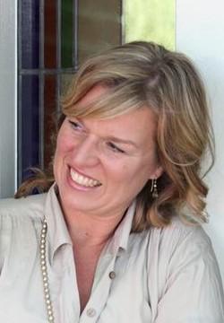 Mary Joan Van Dam Van Staveren - inglés a neerlandés translator