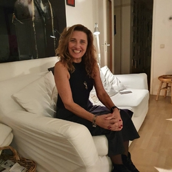 Delia Canale - Dutch a Italian translator
