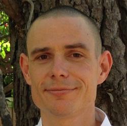 Alex Oliver - tailandés a inglés translator