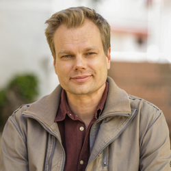 Juha Valtonen - English > Finnish translator