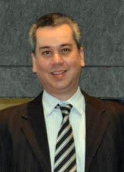 Roberto Dias - inglés a portugués translator