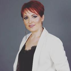 Irina Badii - inglés a español translator