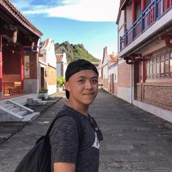 Yonglie Warouw - English to Indonesian translator