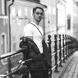 Simon Hallnér - English to Swedish translator
