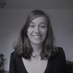 Hélène Névé - alemán al francés translator