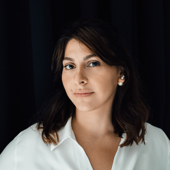 Bella Vitarigova - checo a inglés translator