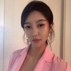 Summer Lee - angielski > koreański translator