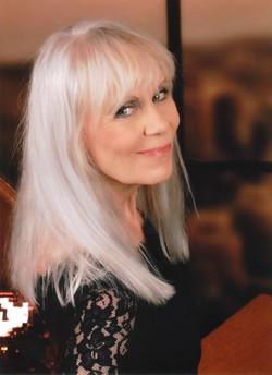 Annie Joan Olesen - English a Danish translator