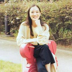 Elle Zhu - English to Chinese translator
