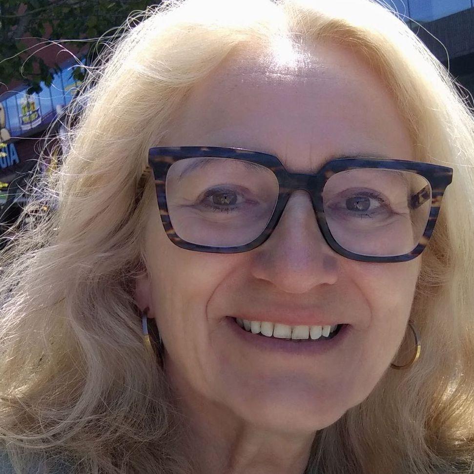 Anja Bakker-Kroes - English to Dutch translator