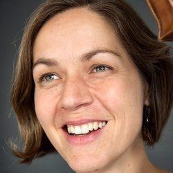 Anna Smith-Bos - neerlandés a inglés translator
