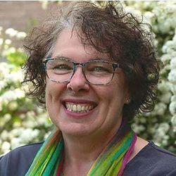 Geraldine Nesbitt - neerlandés a inglés translator