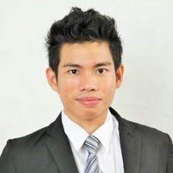 Sukrit Termsaithong - inglés a tailandés translator