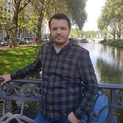 Parid Plaku - English to Albanian translator