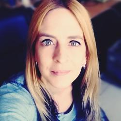 Lucia Leszinsky - angielski > bengalski translator