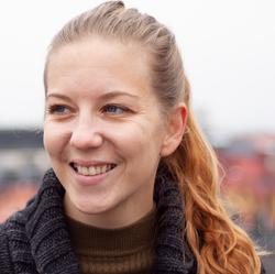 Vicky Taylor - español a japonés translator