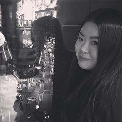 Jihyun Yun - angielski > koreański translator
